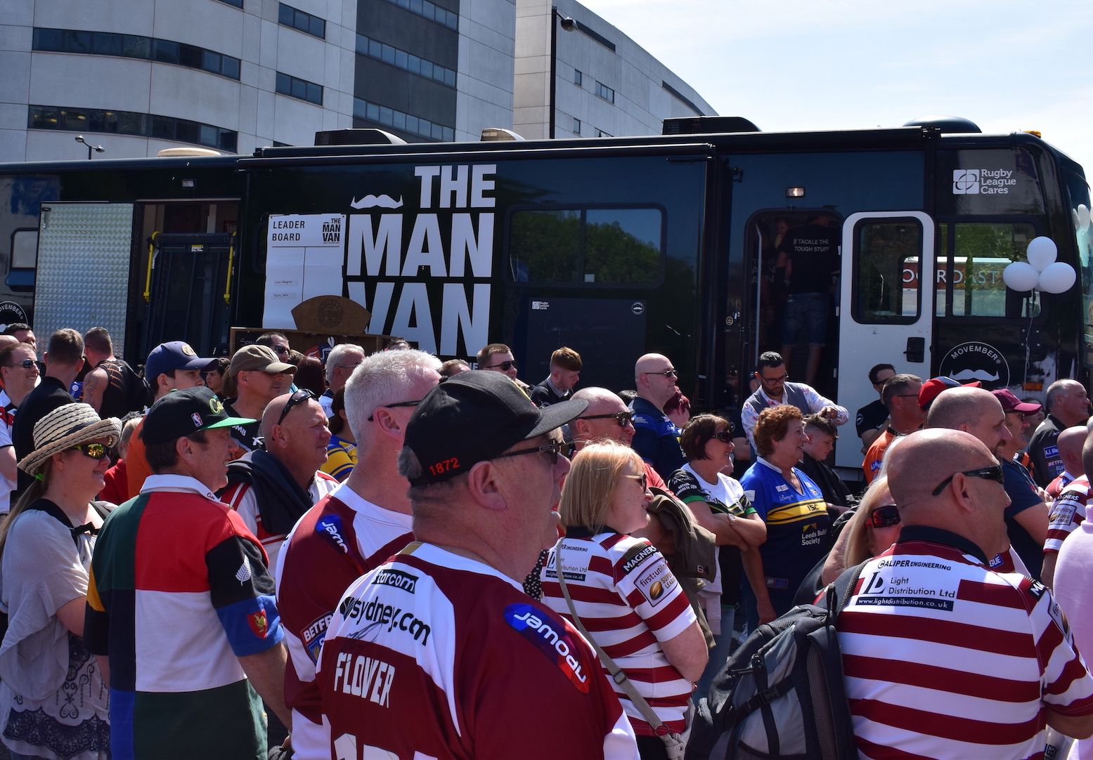 Man Van gets a magnificent reaction from Rugby League fans